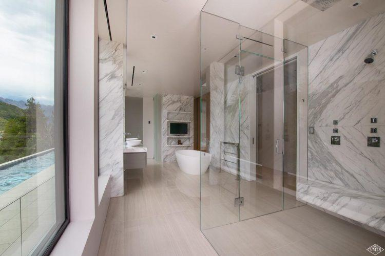 165 Forest Road on Vail Mountain: bathroom
