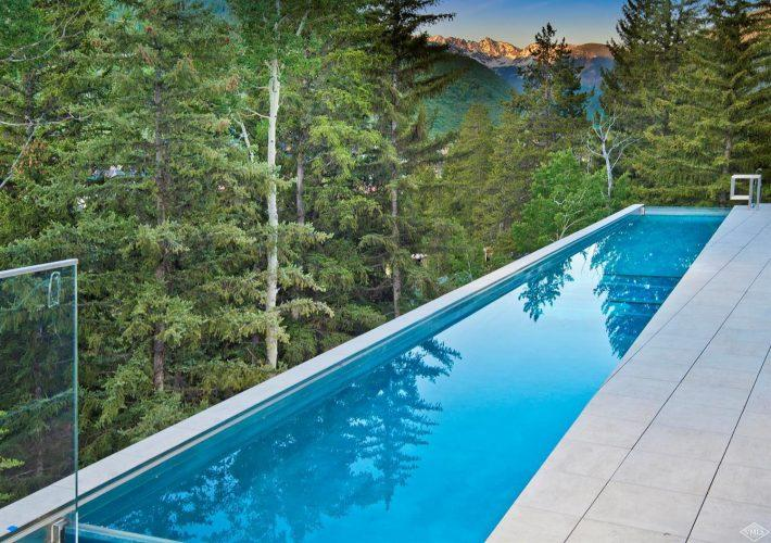 165 Forest Road on Vail Mountain: outdoor pool