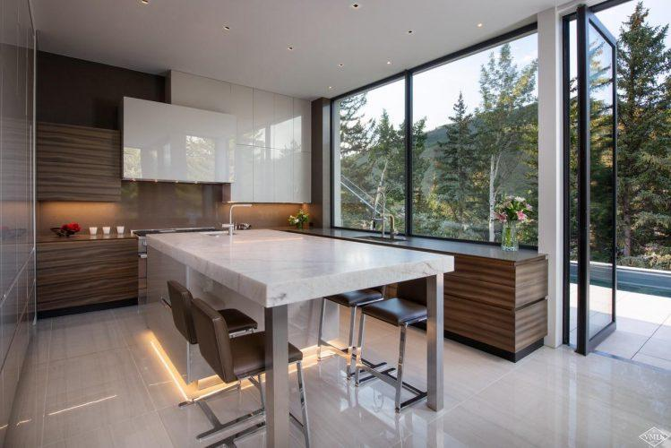 165 Forest Road on Vail Mountain: dining area