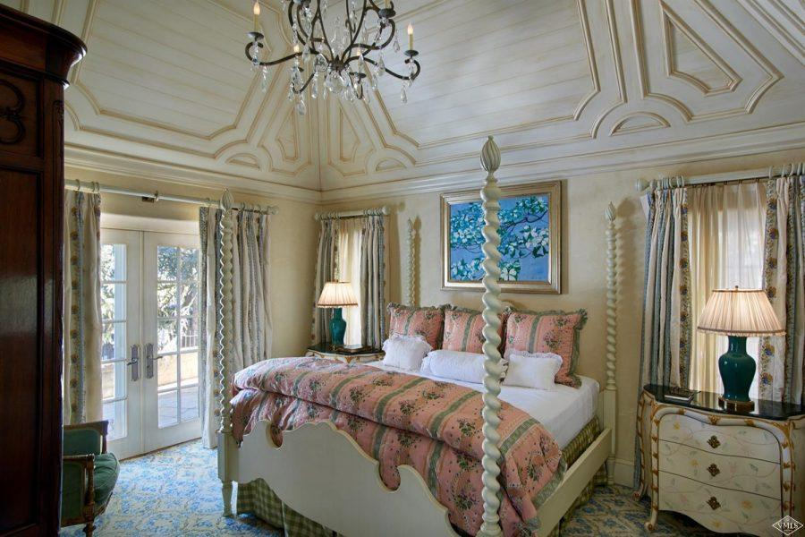 four poster bed at 362 Mill Creek Circle in Vail