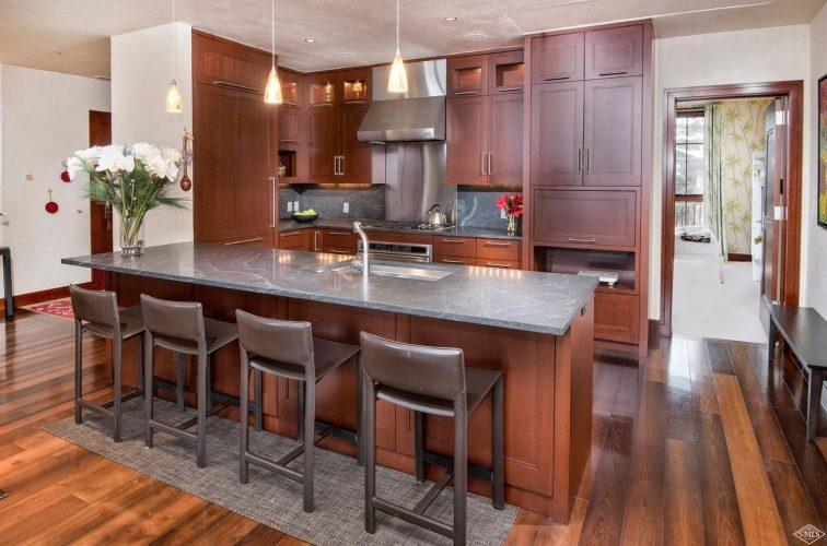 kitchen bar at 141 Meadow Drive in the south tower of Solaris