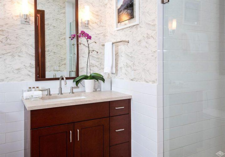 bathroom at 141 Meadow Drive in the south tower of Solaris